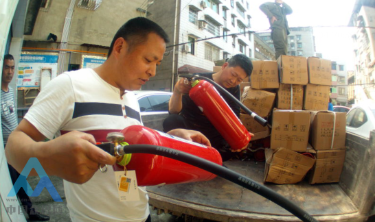 南充顺庆区舞凤街道办事处为7个社区消防安全加上保险锁